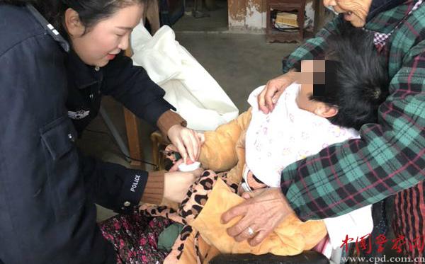 济南:家具办证上门为民走访窗口开到百姓家大冶朱氏民警图片