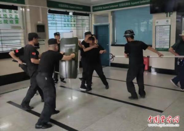 黄石警方开展反恐防暴演练